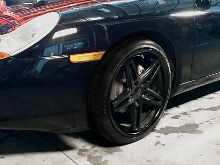 Zoom on Braelin BR05 wheel on a Porsche Boxster