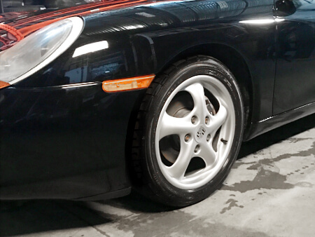 Zoom on original Porsche Boxster wheel